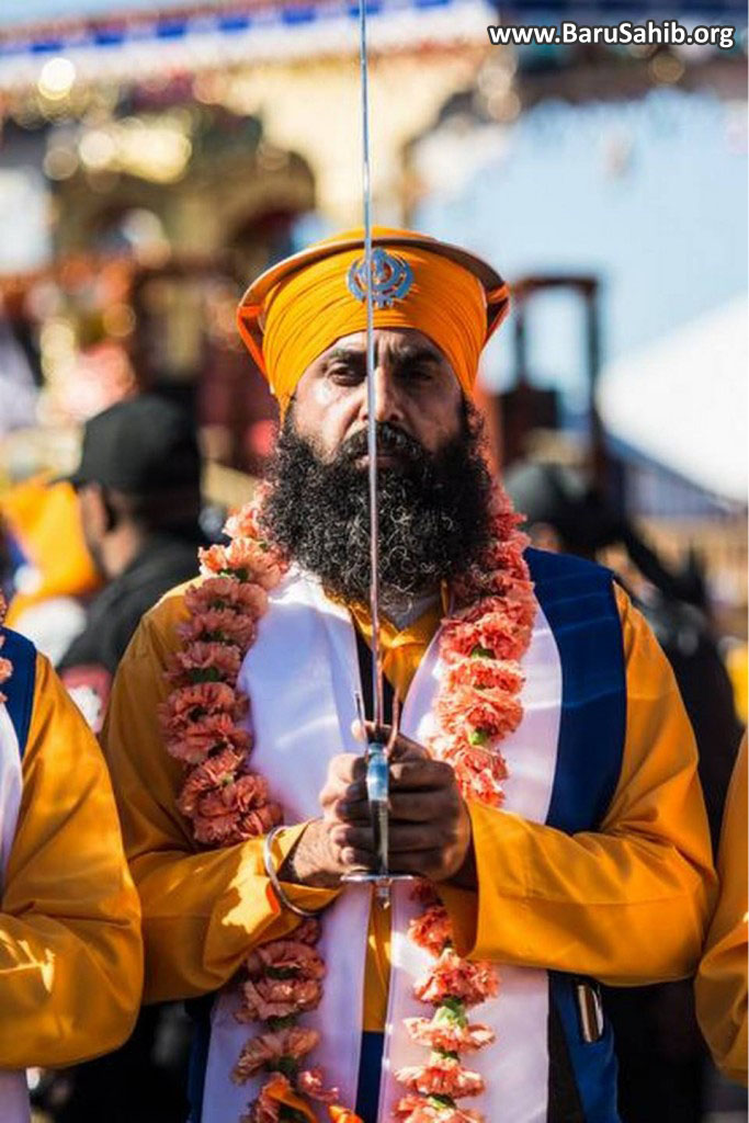 1,00,000 devotees converge at Yuba City Parade!